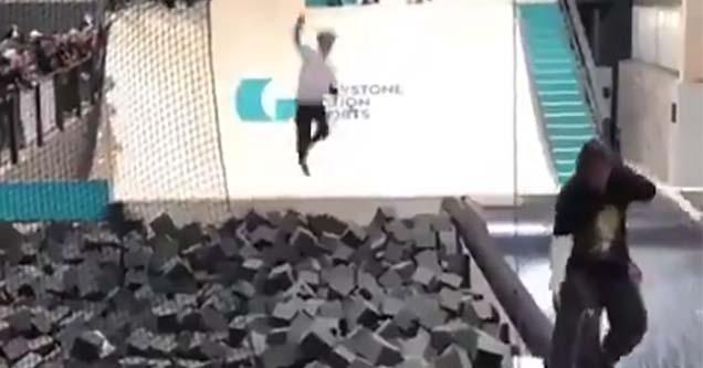 Jovem foi parar o skate mas cai encima do perigo; veja o vídeo